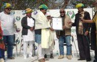 डॉ. राजेंद्रसिंह यांच्या हस्ते 'पर्यावरण रक्षक पुरस्कार ' चे वितरण