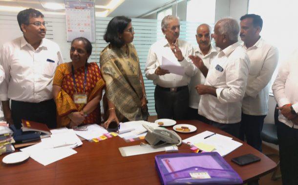 कर्नाटकव्याप्त सीमा प्रदेशातील मराठी शाळांचा प्रश्न मार्गी लावणारः सुभाष देसाई