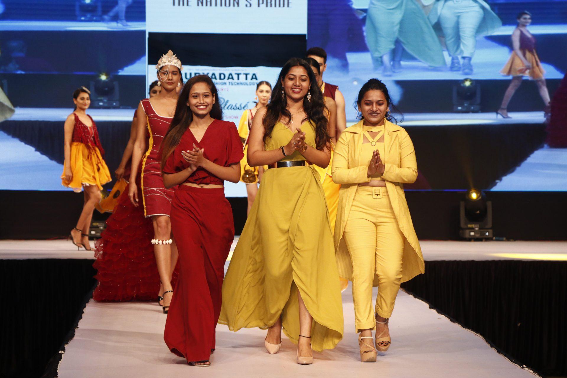 'वॉक फॉर खादी' संकल्पनेवरील आगळ्यावेगळ्या  'ला-क्लासे' फॅशन शोने जिंकली उपस्थितांची मने