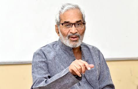 गांधी परिसंवादाचे निमंत्रण रद्द करण्याचा दबाव आणल्याबद्दल प्र- कुलगुरुंचा  डॉ सप्तर्षी यांच्याकडून निषेध