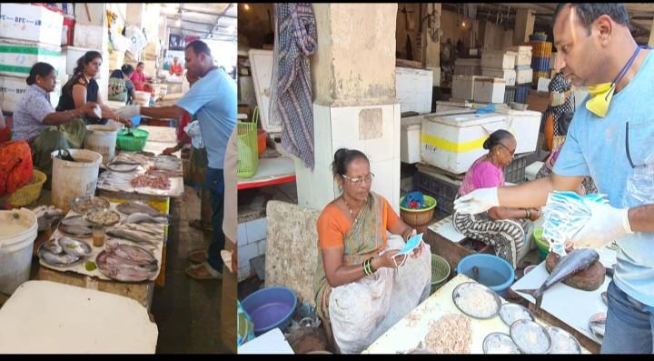 मुंबईतील विक्रेत्यांना केले मास्क वाटप , नगर जिल्ह्यातील युवकाचे कार्य