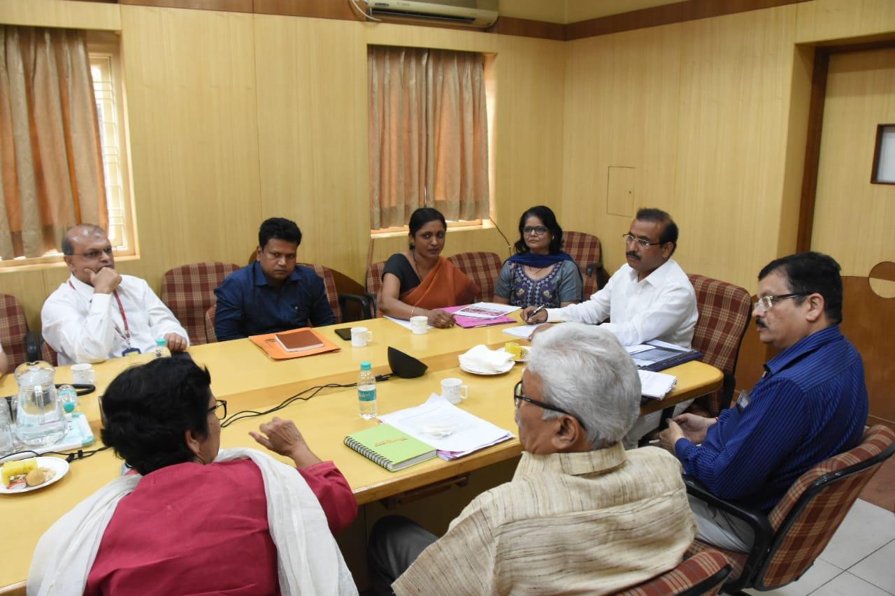 आरोग्य मंत्री राजेश टोपे यांनी दिली राष्ट्रीय विषाणू संस्थेला भेट