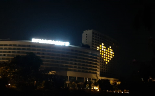सर्व हॉटेल्समधे उजळवली व्हर्च्युअल हृदये.....