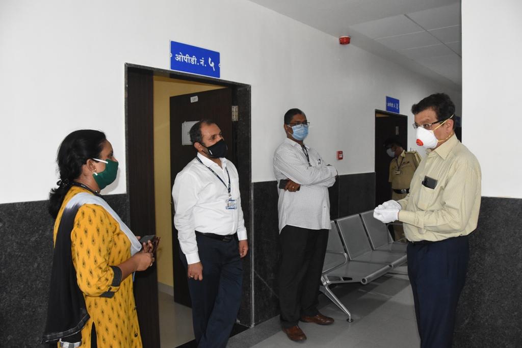 जिजामाता रुग्णालयाची विभागीय आयुक्त डॉ. दीपक म्हैसेकर यांच्याकडून पाहणी