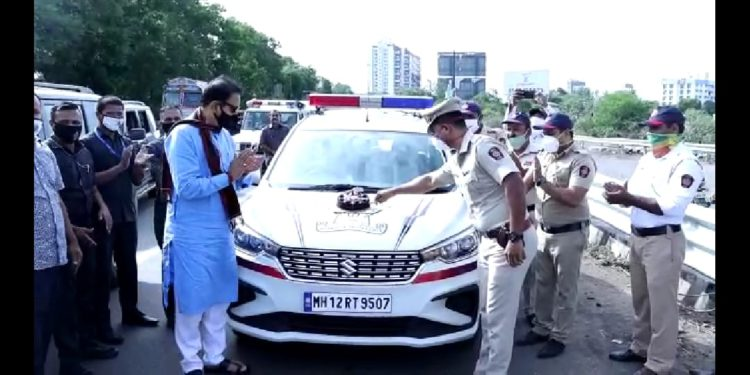 गृहमंत्र्यांच्या उपस्थितीत वाढदिवस साजरा झाल्याने कर्तव्यावरील पोलीस अधिकारी भारावला!