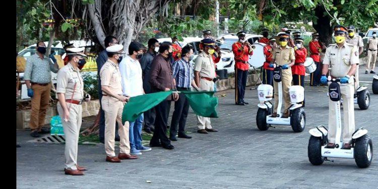 मुंबई पोलीस आता अधिक गतिमान; गृहमंत्री अनिल देशमुख यांच्या हस्ते पोलिसांसाठीच्या सेगवे चे उद्घाटन