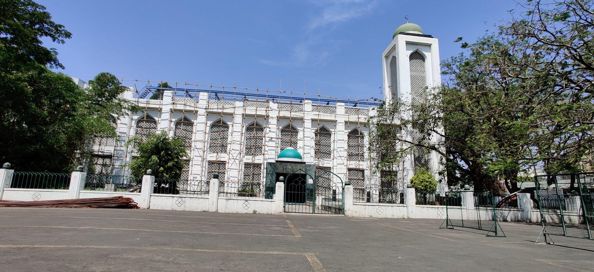 बकरी ईद च्या दिवशी आझम कॅम्पस मशिदीत ' नमाज' चे 'फेसबुक लाईव्ह' पठण