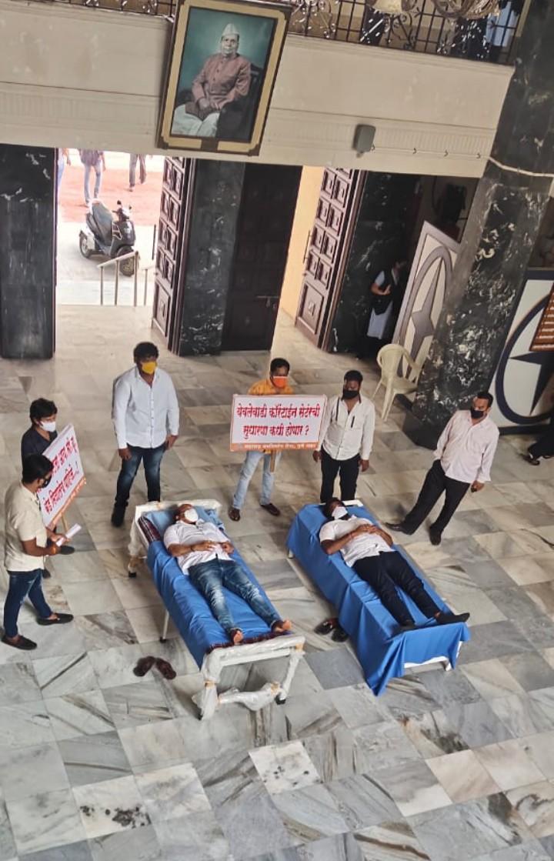 नगरसेवक वसंत मोरेंचे कोरोना रुग्णाच्या बेड हक्कासाठी महापालिका भवनात आंदोलन -नव्या कमिशनरांना पहिला झटका