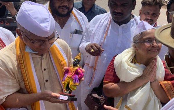 राज्यातील मंदिरं खुली करणार, उद्धव ठाकरेंच्या आश्वासनानंतर प्रकाश आंबेडकरांचं आंदोलन मागे