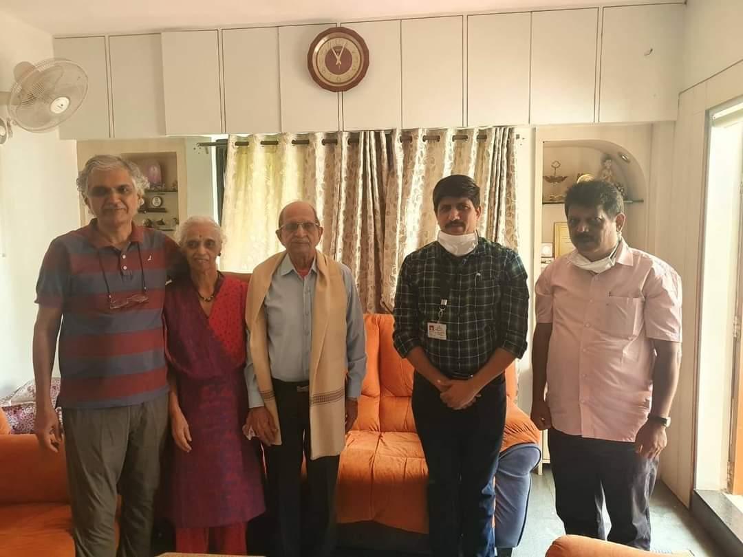 भारत छोडो आंदोलन वर्धापनदिनाच्या निमित्ताने स्वातंत्र्य सैनिक श्री.शंकर वासुदेव परांजपे यांचा सत्कार