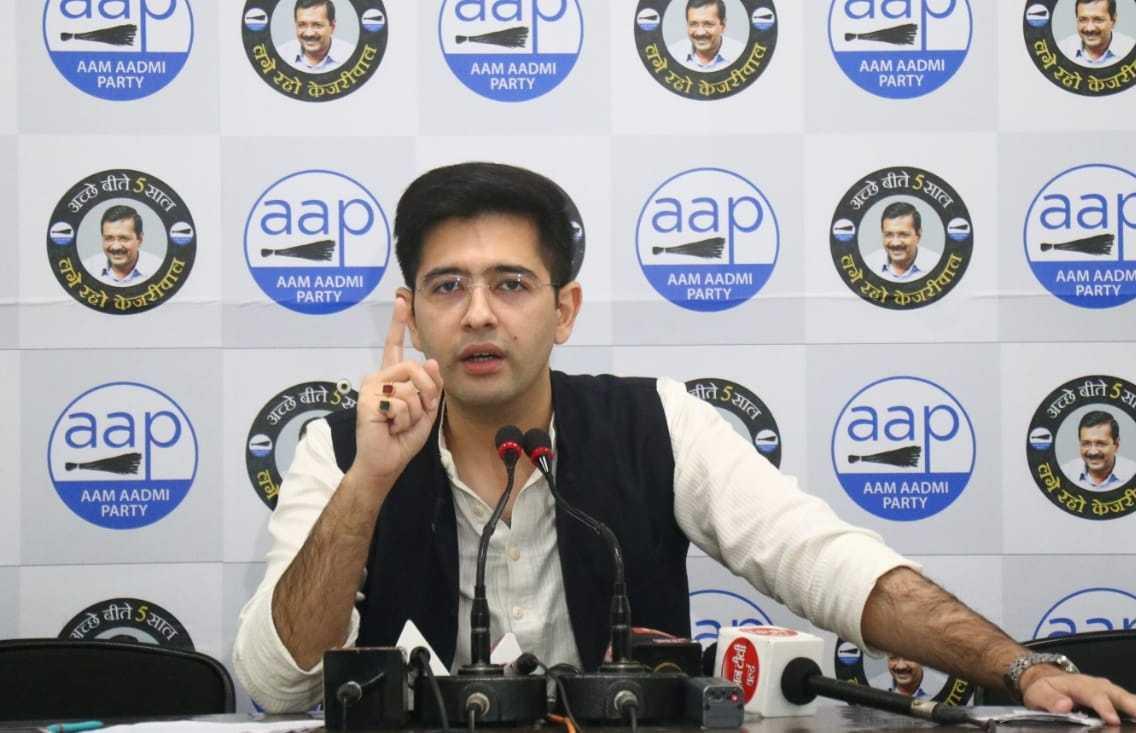 अरविंद केजरीवाल जोपर्यंत जिवंत आहेत तोपर्यंत दिल्लीत कोणीही कोणाचीही घरं तोडू शकत नाही
