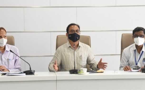 ऑक्सिजन उत्पादकांनी 80 टक्के ऑक्सिजन वैद्यकीय उपचारासाठी उपलब्ध करुन द्यावा-जिल्हाधिकारी डॉ राजेश देशमुख