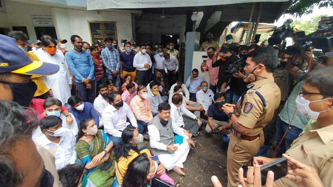 शिवसेनेचे महाराष्ट्रात गुंडाराज…सरकारची भूमिका संशयास्पद-विरोधी पक्ष नेते प्रविण दरेकर यांचा आरोप