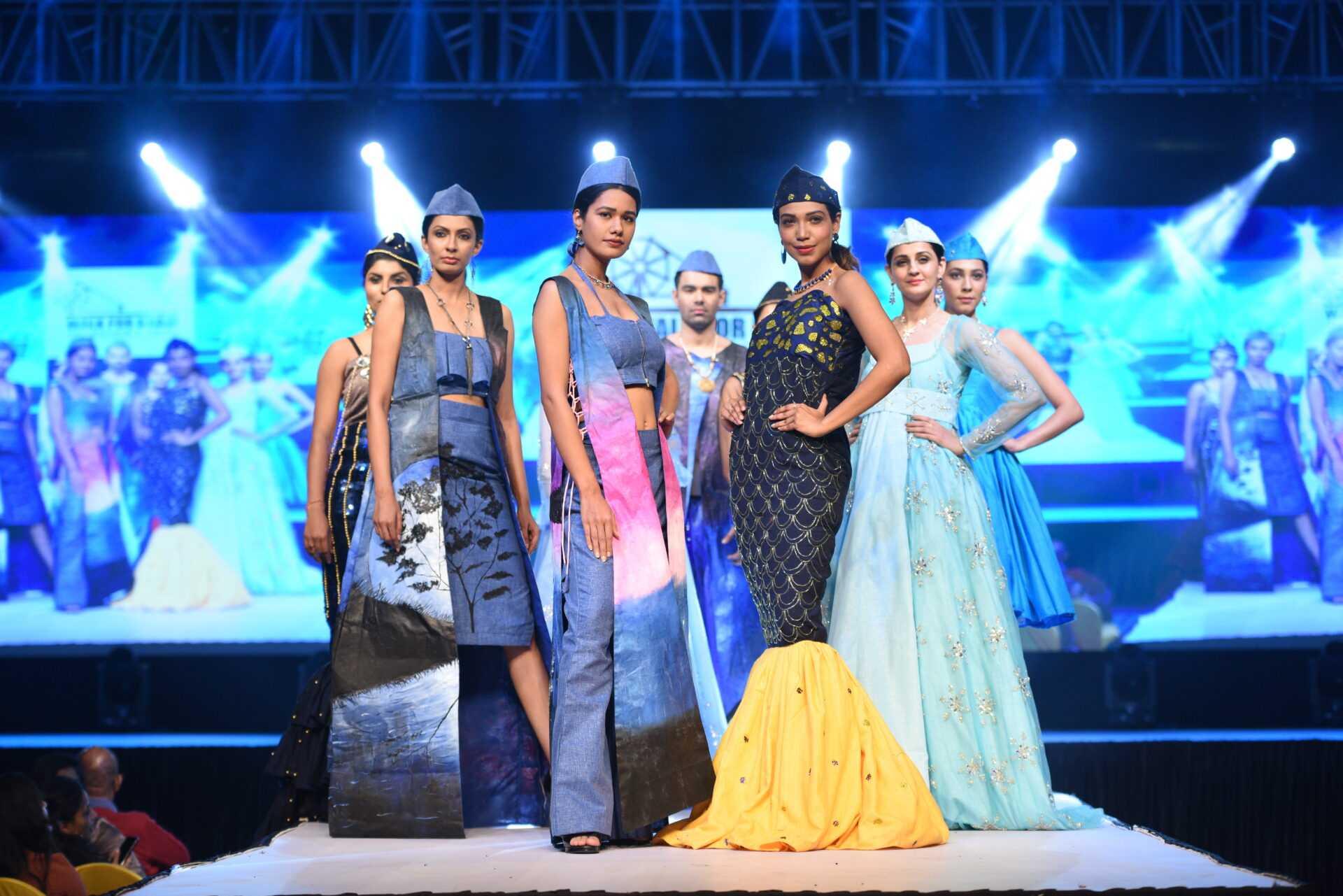 ग्लॅमरस करिअर'ची संधी देणारी 'फॅशन इंडस्ट्री'