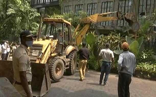 कंगनाच्या कार्यालयावर बीएमसीचा हातोडा:मुंबई पोलिसांविरुद्ध वक्तव्य -शिवसेनेशी पंगा अखेर नडला