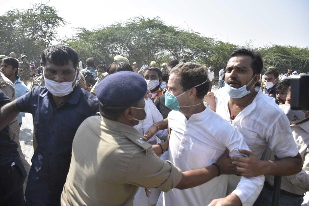 राहुल गांधीना अटक : पोलिसांच्या  धक्काबुक्कीने गांधी जमीनीवर कोसळले:देशभरात संतापाची लाट