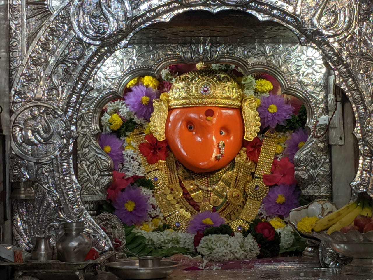 चतुःश्रृंगी देवीच्या मंदिरात पारंपरिक पद्धतीने  घटस्थापना