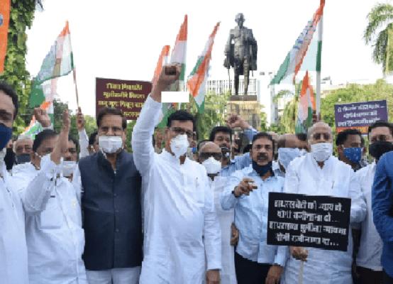 राहुल गांधींना धक्काबुक्की; काँग्रेसची  निदर्शने