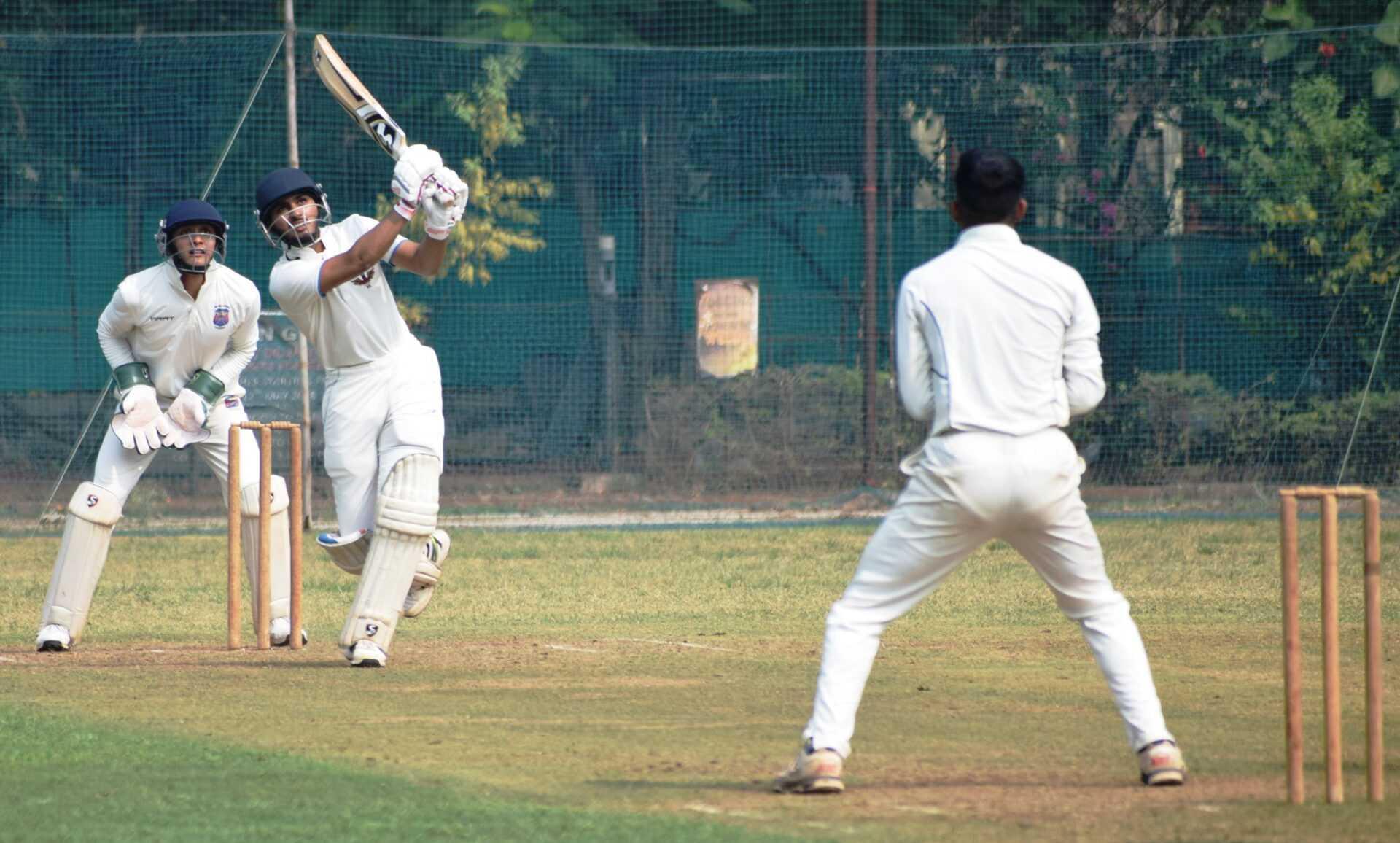 एम 3 करंडक आंतरक्लब 23 वर्षांखालील निमंत्रित क्रिकेट स्पर्धेत युनायटेड स्पोर्ट्स क्लब, डेक्कन जिमखाना, केडन्स, क्लब ऑफ महाराष्ट्र संघांची विजयी सलामी