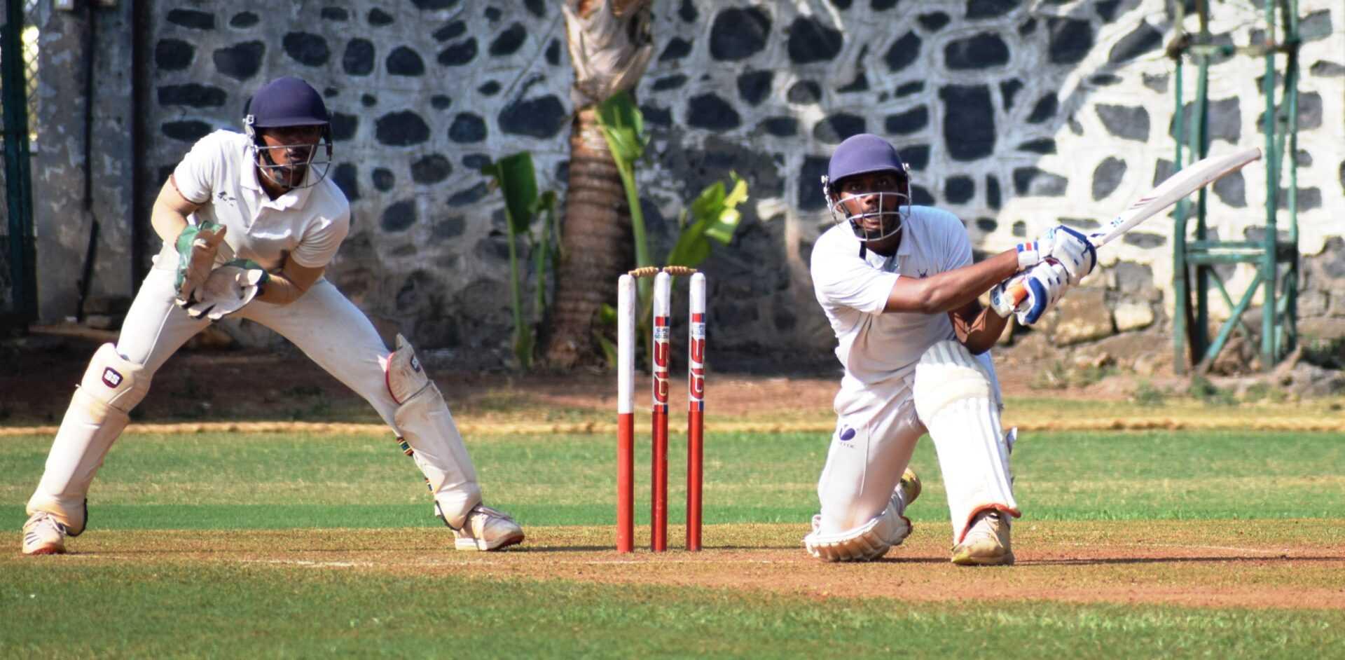 पहिल्या व्हिजन करंडक तीन दिवसीय क्रिकेट स्पर्धेत पहिल्या डावात व्हेरॉक संघाचे वर्चस्व; 22 यार्डस संघाला 150 धावांवर रोखले