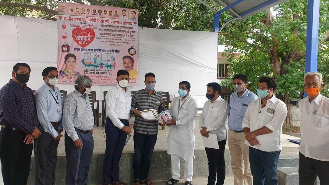 महाराष्ट्र दिन आणि कामगार दिनाचे औचित्य साधून महा रक्तदान शिबिरात रक्तदात्यांचा उत्स्फूर्त प्रतिसाद