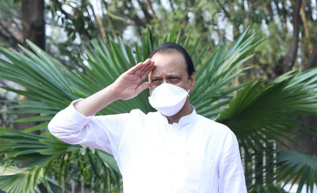 महाराष्ट्र दिनानिमित्त उपमुख्यमंत्री अजित पवार यांच्या हस्ते पुण्यात ध्वजारोहण