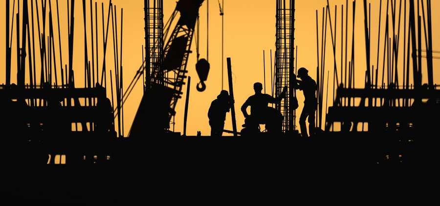 दुसऱ्या लाटेत,पुण्या मुंबईत बांधकामे सुरुच ...