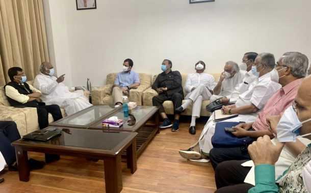 राहुल गांधींसह विरोधी पक्षातील नेत्यांची बैठक, संजय राऊतांचीही उपस्थिती