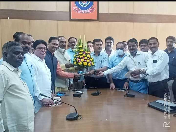 महाराष्ट्र राज्य मोटार ड्रायव्हिंग स्कूल मालक संघटनेतर्फे पूरग्रस्त ड्रायव्हिंग स्कूल मालकांना अर्थसहाय्य