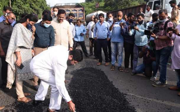 रस्त्यांमधील खड्डे भरण्याचे निकृष्ट काम करणाऱ्यांवर कडक कारवाई करा – पालकमंत्री एकनाथ शिंदे