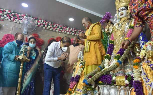 असंख्य महिलांच्या उपस्थितीत श्री लक्ष्मीमाता मंदिरात महाआरती संपन्न