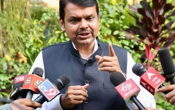 शरद पवारांना फडणविसांनी दिले प्रत्युत्तर -म्हणाले, महाराष्ट्रात 1000 कोटींची दलाली उघड होते, याची तरी चिंता करा ..
