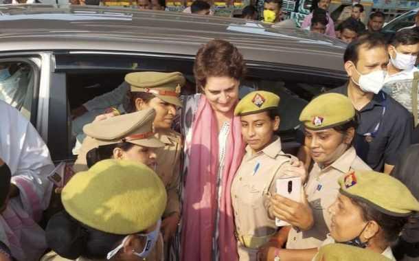 प्रियांका गांधींबरोबर फोटो काढलेल्या महिला पोलिसांना योगी सरकारच्या कारवाईची भीती