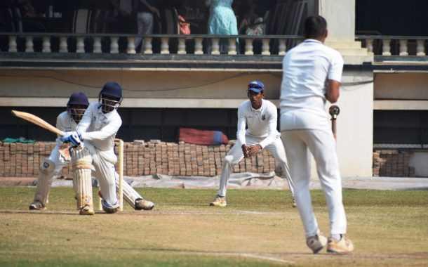 चौथ्या पीवायसी गोल्डफिल्ड राजू भालेकर स्मृती करंडक निमंत्रित 19 वर्षाखालील गटाच्या तीन दिवसीय क्रिकेट स्पर्धेत क्लब ऑफ महाराष्ट्र, व्हेरॉक वेंगसरकर क्रिकेट अकादमी संघांचा उपांत्य फेरीत प्रवेश