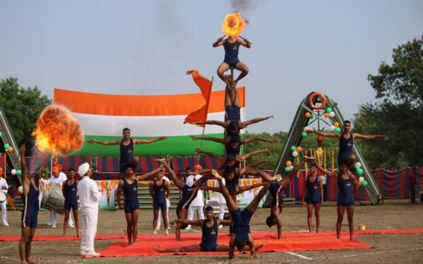 बॉम्बे सॅपर्सने विजय मशालीचे स्वागत केले